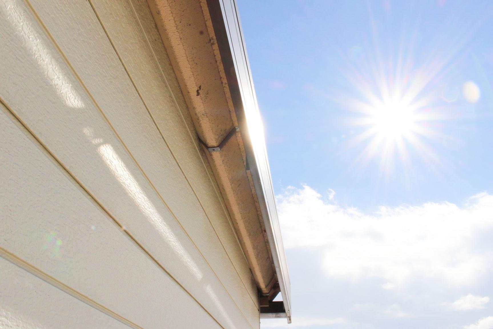 屋根と太陽